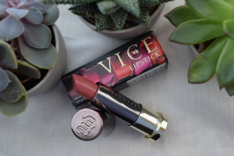 Urban-decay-vice-lipstick-sheer-liar-review (8)