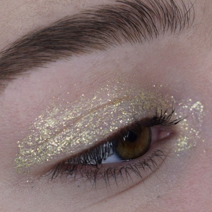 stila-glitter-and-glow-set-review-swatches-golden-goddess-kitten-karma-diamond-dust (17)