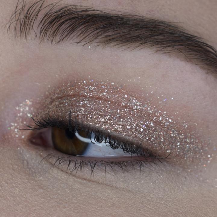 stila-glitter-and-glow-set-review-swatches-golden-goddess-kitten-karma-diamond-dust (18)