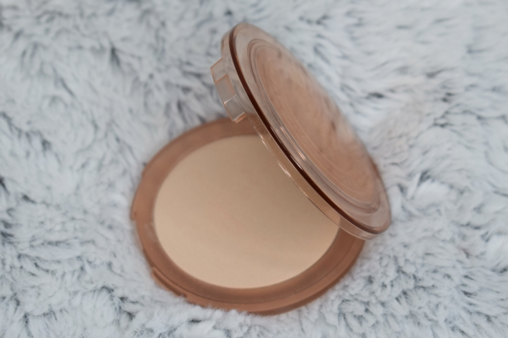 nabla-closeup-smoothing-pressed-powder-review-swatches-light (3)