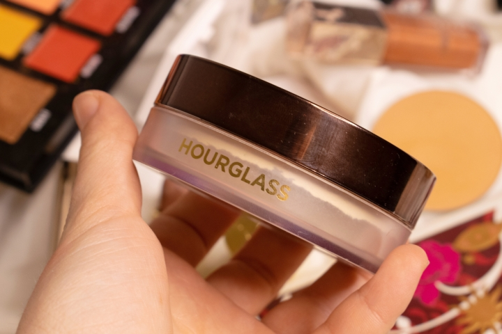hourglass-veil-translucent-setting-powder-review