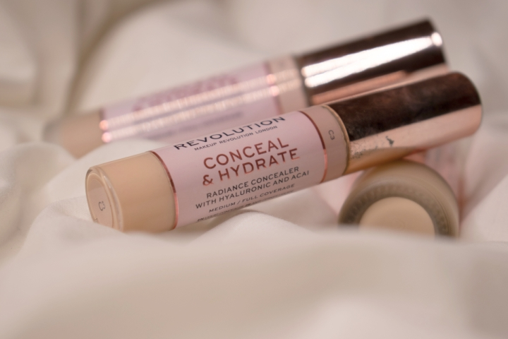 makeup-revolution-conceal-and-hydrate-concealer-review-swatches-c3 (7)