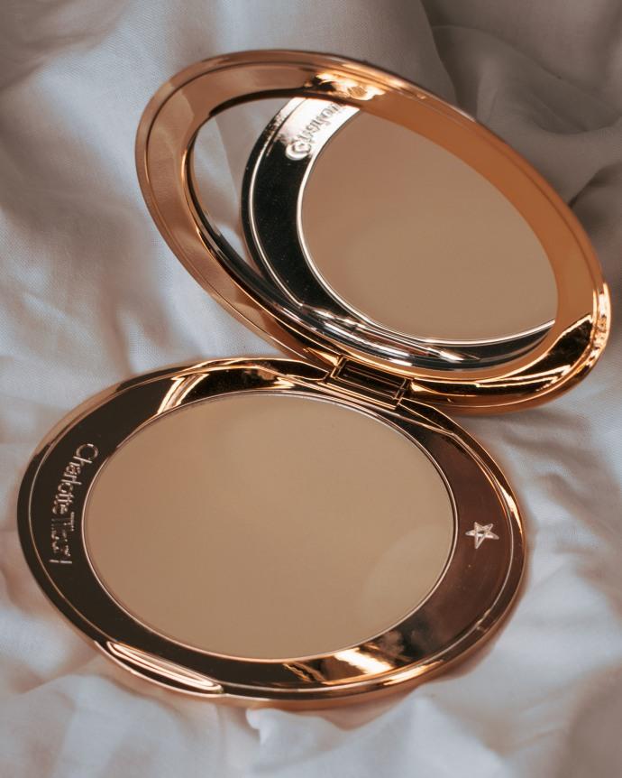 Charlotte-Tilbury-Airbrush-Bronzer-Fair-Swatches-Review